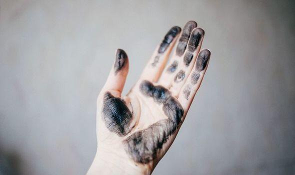hair-dye-remove-skin-1285271